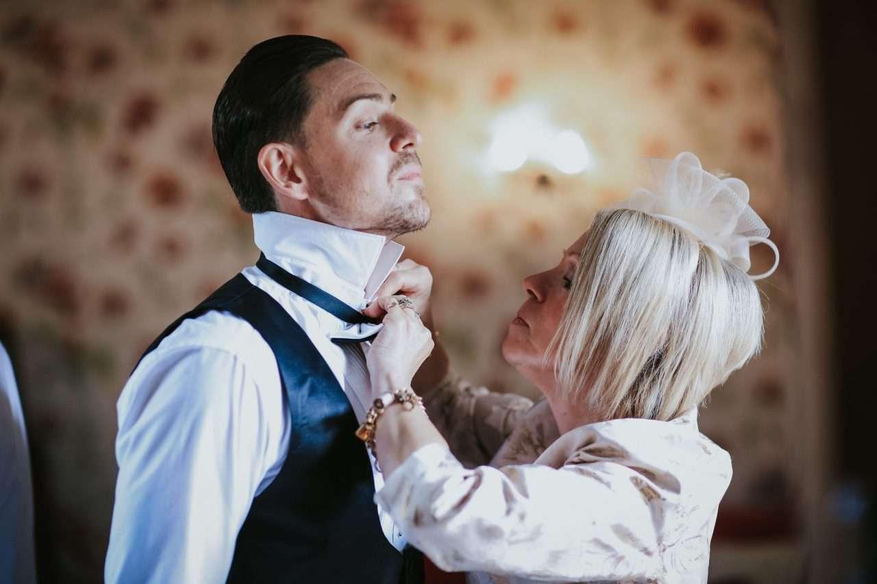 Leez-Priory-wedding-photography-Chris-Woodman-Photography-03