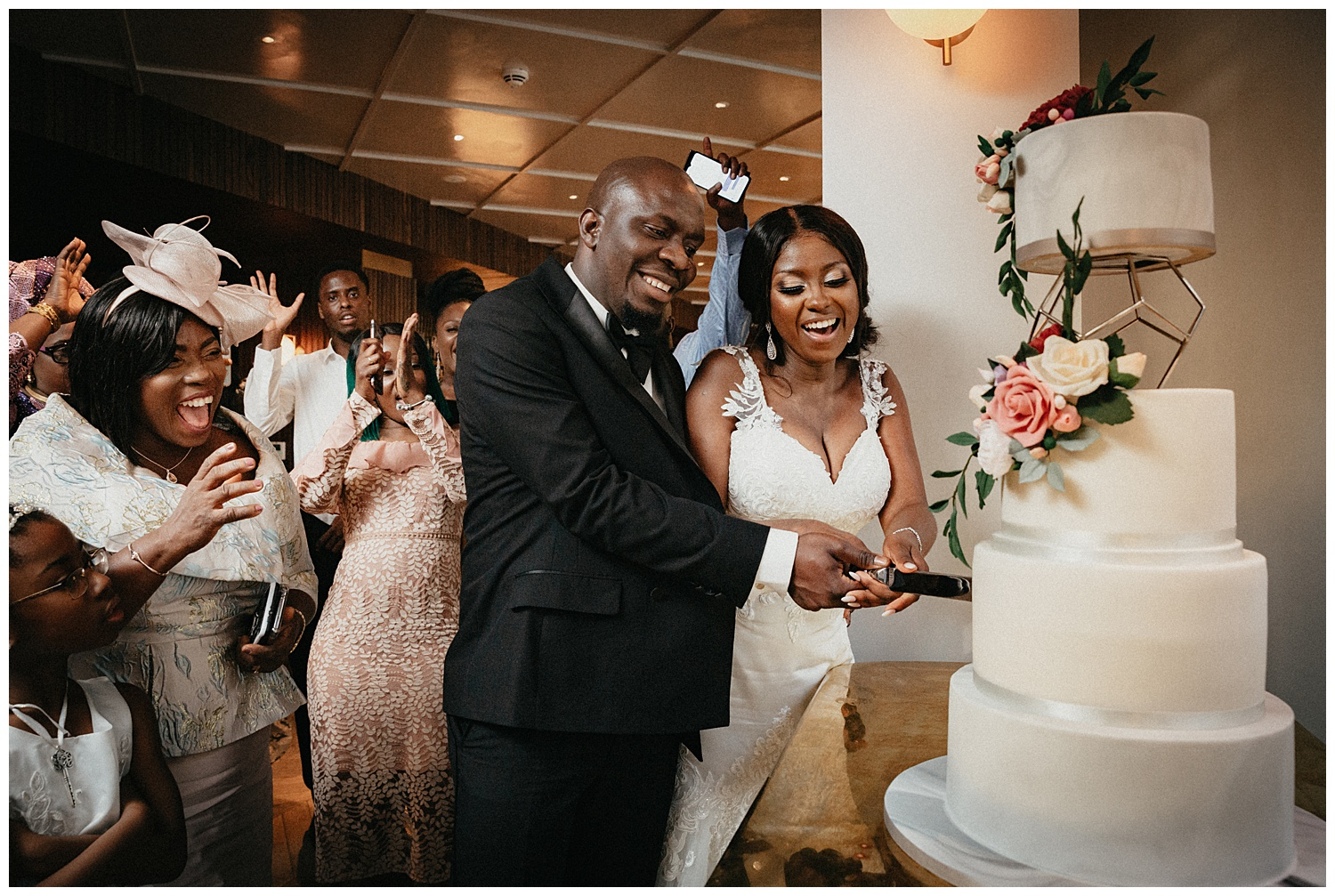London Wedding Photographer - the cutting of the cake